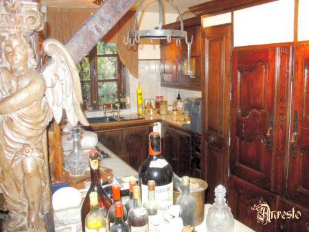 Antieke keukens. massief eiken keuken in landelijke franse ...