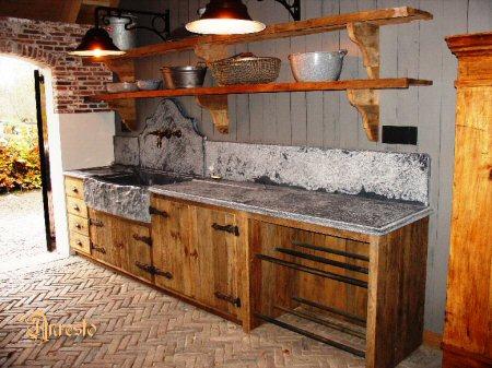 Antieke keukens plaatsing van gerestaureerde antieke keukens fornuizen keukenkasten ook - Oude foto keuken ...