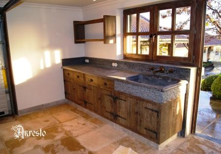 Antieke keukens gerealiseerd keuken project anresto keuken ontwerpbureau antieke kraan - Keuken steen en hout ...