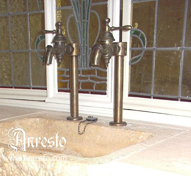 Waterkranen Keuken : ANRESTO, Antieke kraan, voorzien van vernieuwd binnenwerk dat