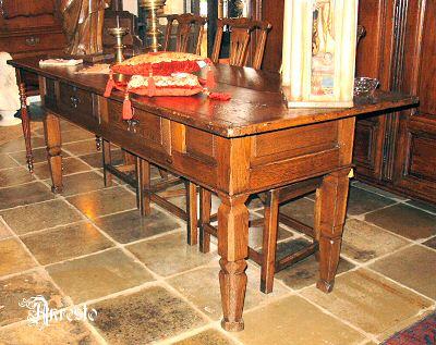 Antieke Spaanse Tafel : Antieke spaanse tafel type betaaltafel. 17de eeuws.