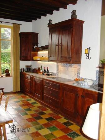 Antieke keukens anresto landelijke keuken in massieve 18de eeuws eik antieke kraan - Oude foto keuken ...