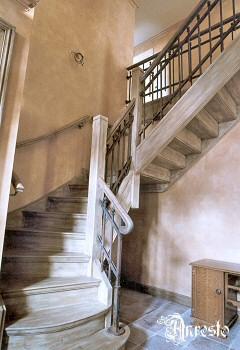 Interieur inrichting antiek decoratie anresto woning restauratie en renovatie - Home decoratie interieur trap ...