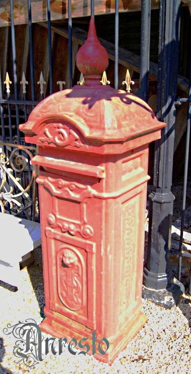 Nieuw Antiek ANRESTO, 1880 Luikse Antieke gietijzeren brievenbus TX-79